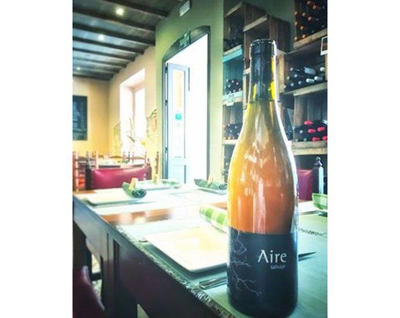 Vino Airen salvaje en nuestro restaurante argentino en Málaga