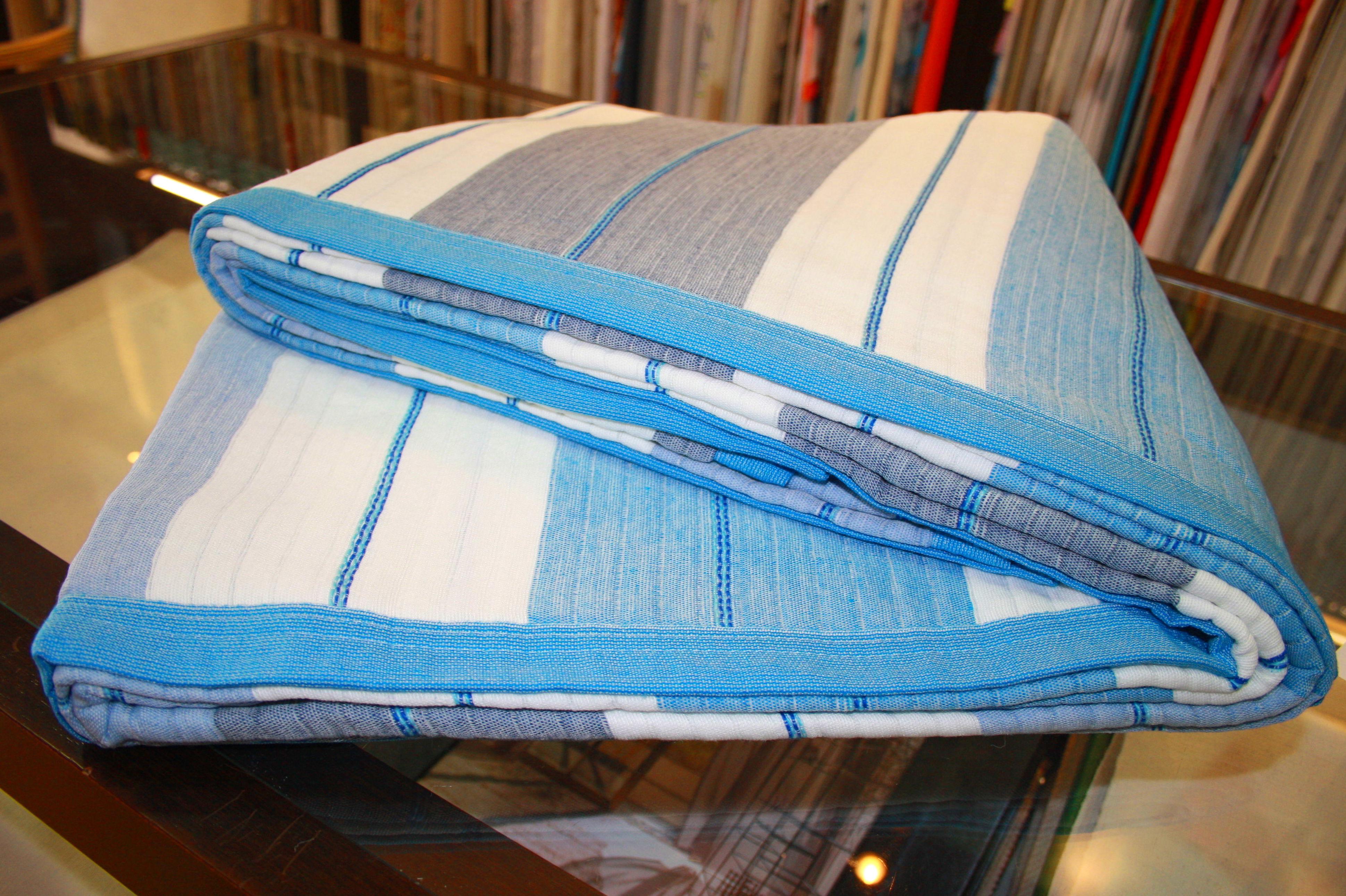 Colcha lineas tonos azules cama 1.50 cm.: Catálogo de La Cibeles