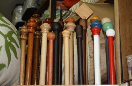 Barras de metal y madera. Confección de cortinas Tres Cantos.