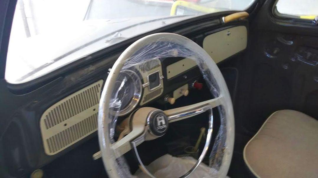 VW ESCARABAJO SUNROOF INTERIOR RESTAURADO A ORIGEN CON ELEGANTE ACCESORIO
