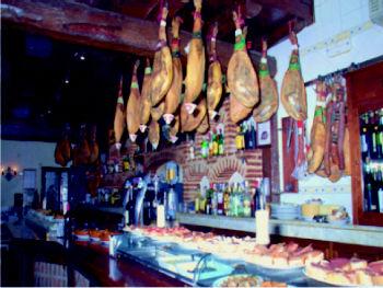 Foto 8 de Cocina castellana en Carbonero el Mayor | Bar Restaurante Los Mellizos