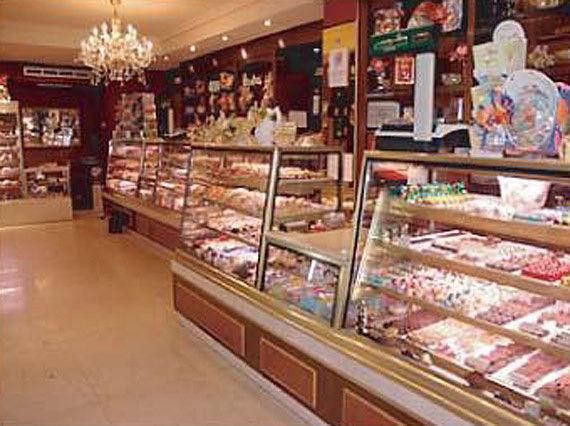 Foto 1 de Pastelerías en Madrid | PASTELERIA LORENA:    Confiteria, Bomboneria, Pasteleria, Cafeteria, Comida para llevar, Regalos,