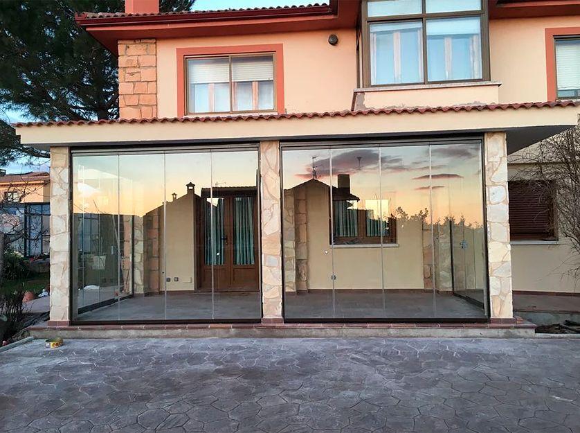 Instalación de cortinas de cristal en Las Rozas