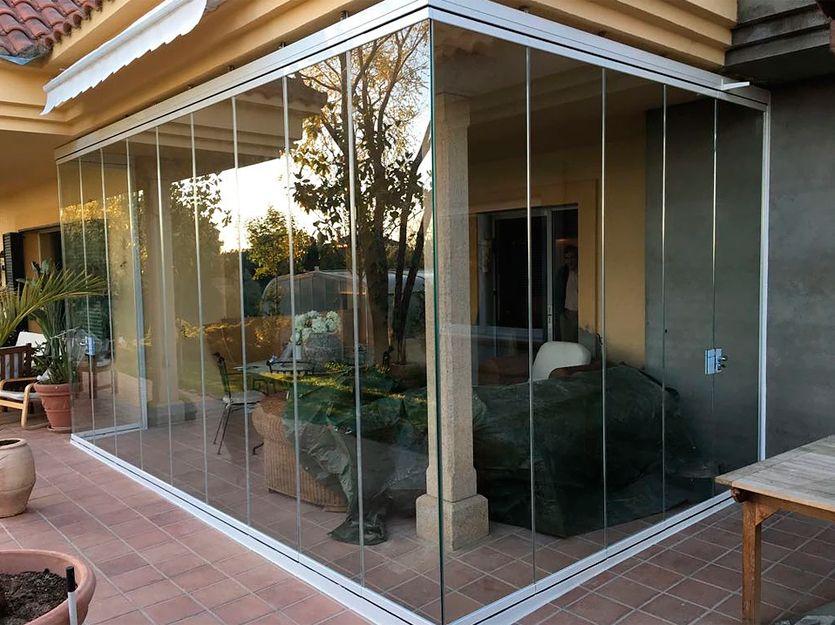 Instalación de cortinas de cristal en San Sebastián de los Reyes