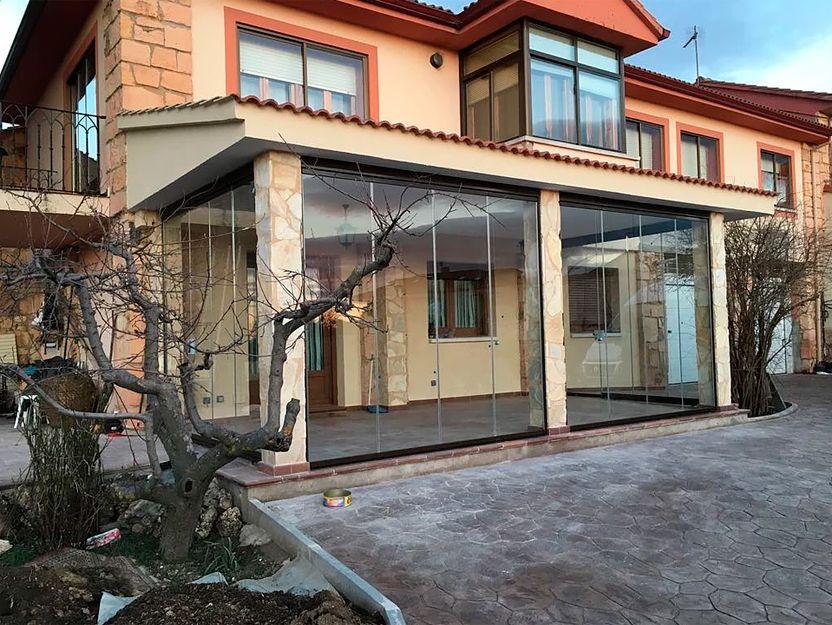 Instalación de cortinas de cristal en Alcobendas