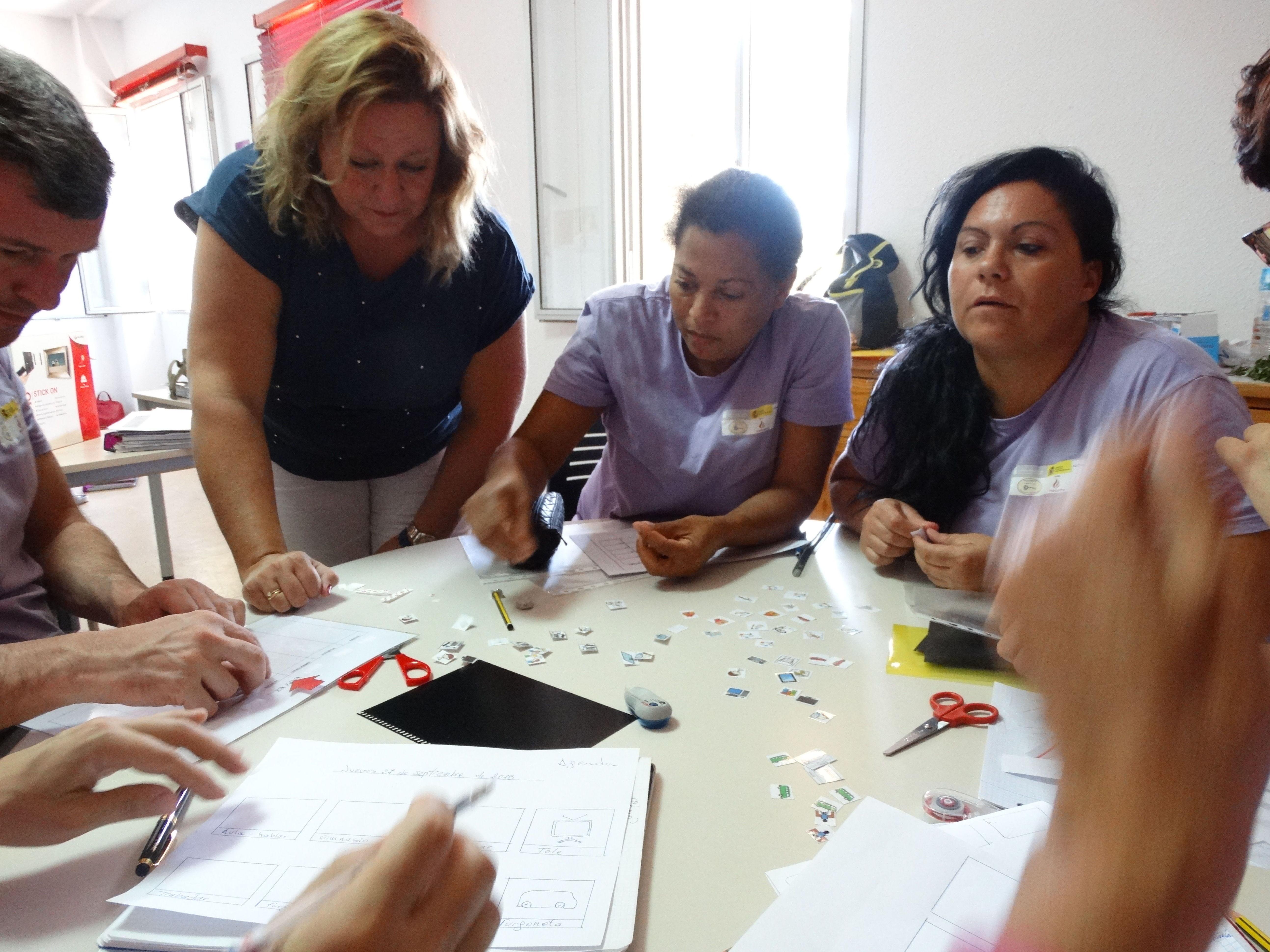 Apoyos visuales: Proyectos y Servicios de Asociación Domitila