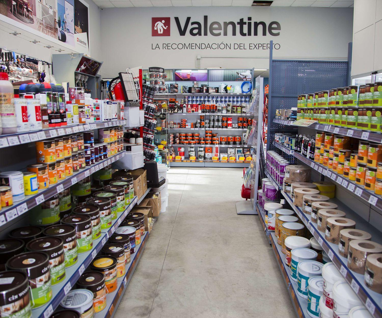 Interior de nuestra tienda de pinturas Valentine en Fuengirola
