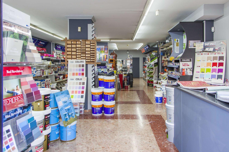 Interior de nuestra tienda de pinturas