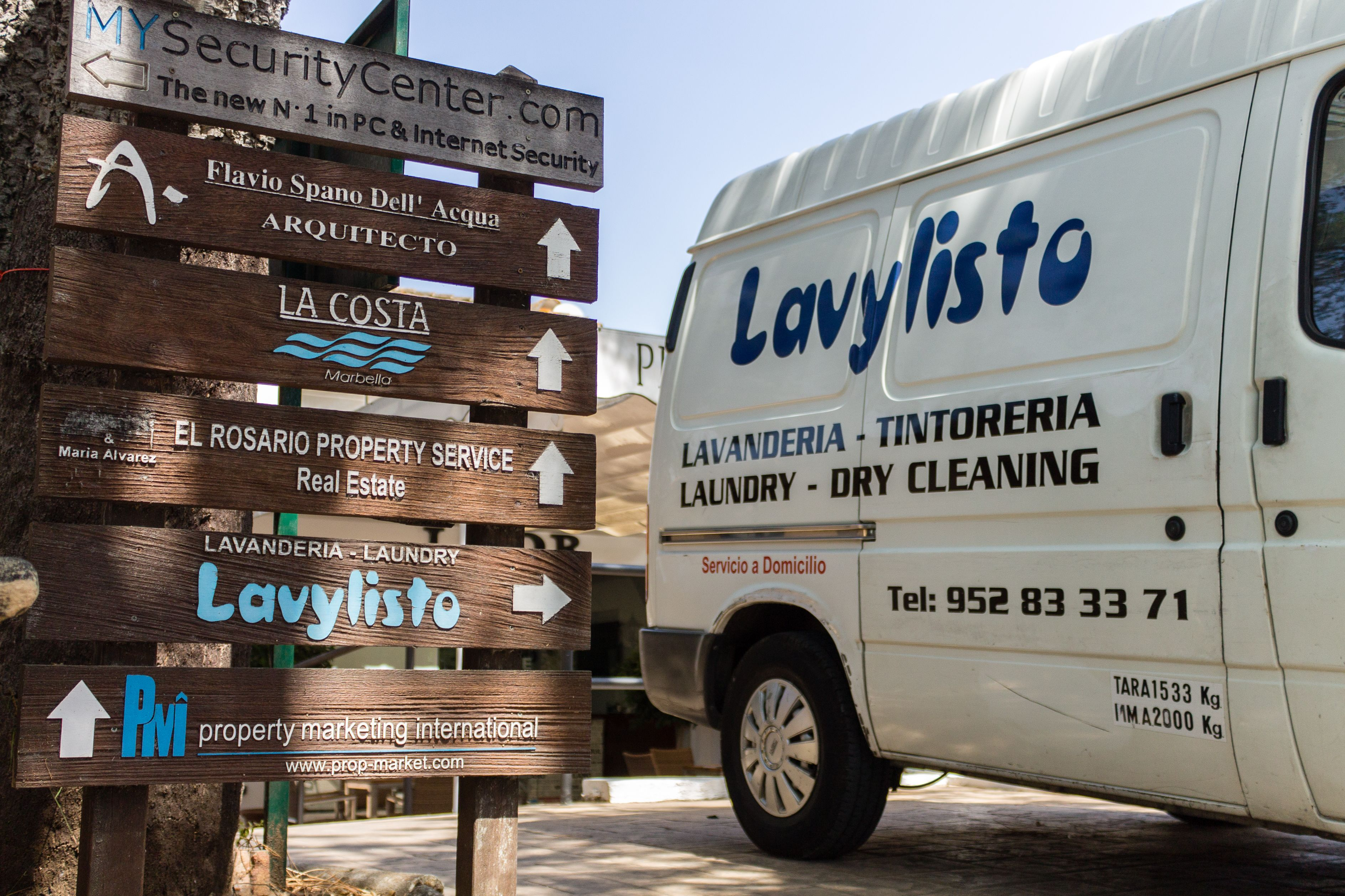 Carteles publicitarios LAVANDERÍA TINTORERÍA LAVYLISTO