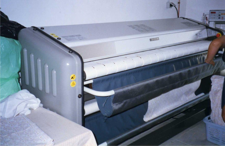 Foto 6 de Tintorerías y lavanderías en Marbella   Lavandería Tintorería Lavylisto