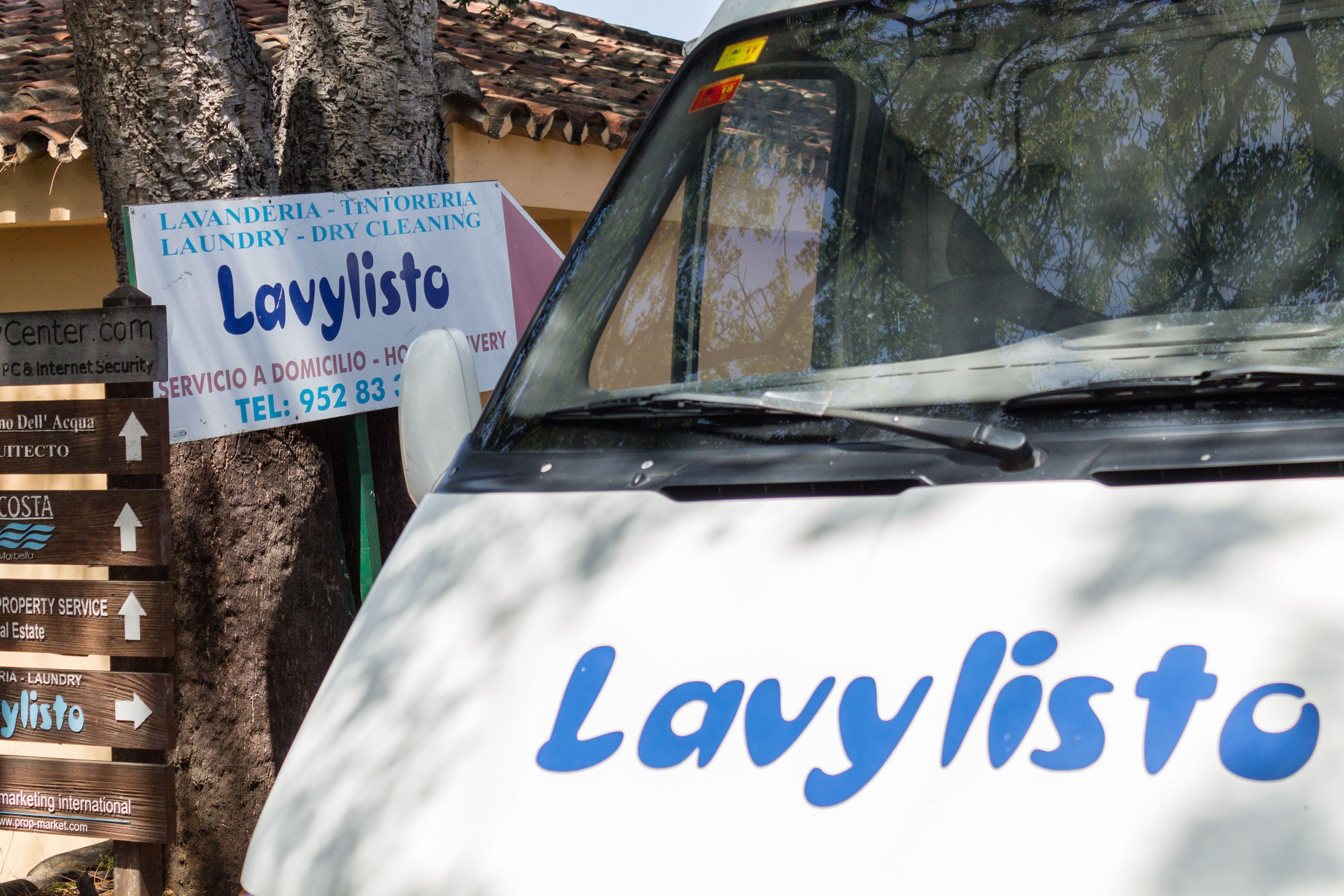 Frontal furgoneta LAVANDERÍA TINTORERÍA LAVYLISTO