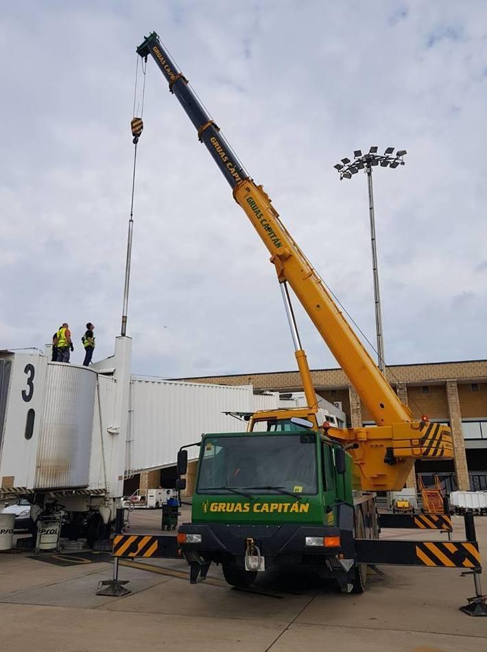 Foto 2 de Grúas para obras y flota para transporte en Los Palacios y Villafranca | GRÚAS CAPITÁN