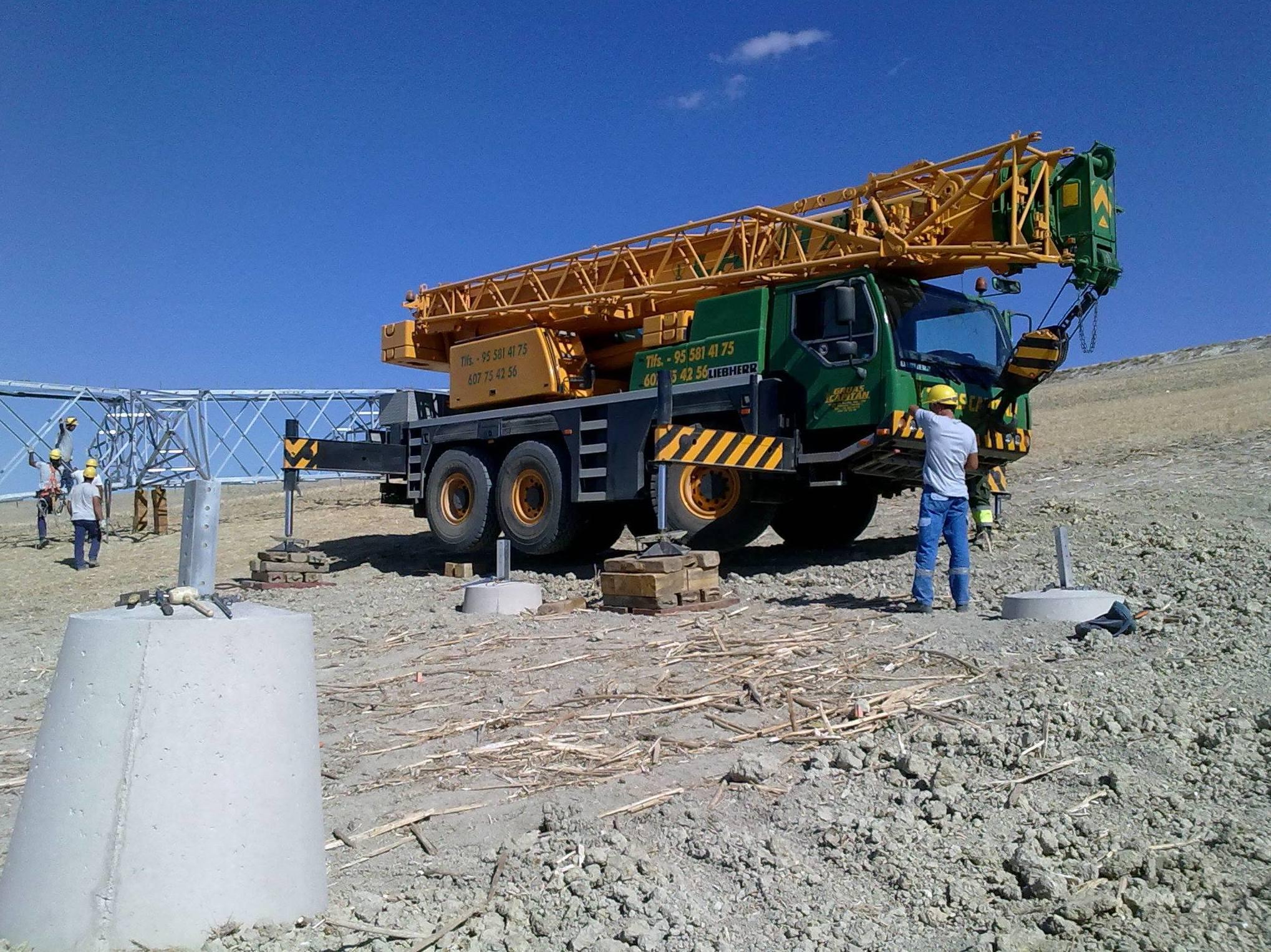 Foto 3 de Grúas para obras y flota para transporte en Los Palacios y Villafranca | GRÚAS CAPITÁN