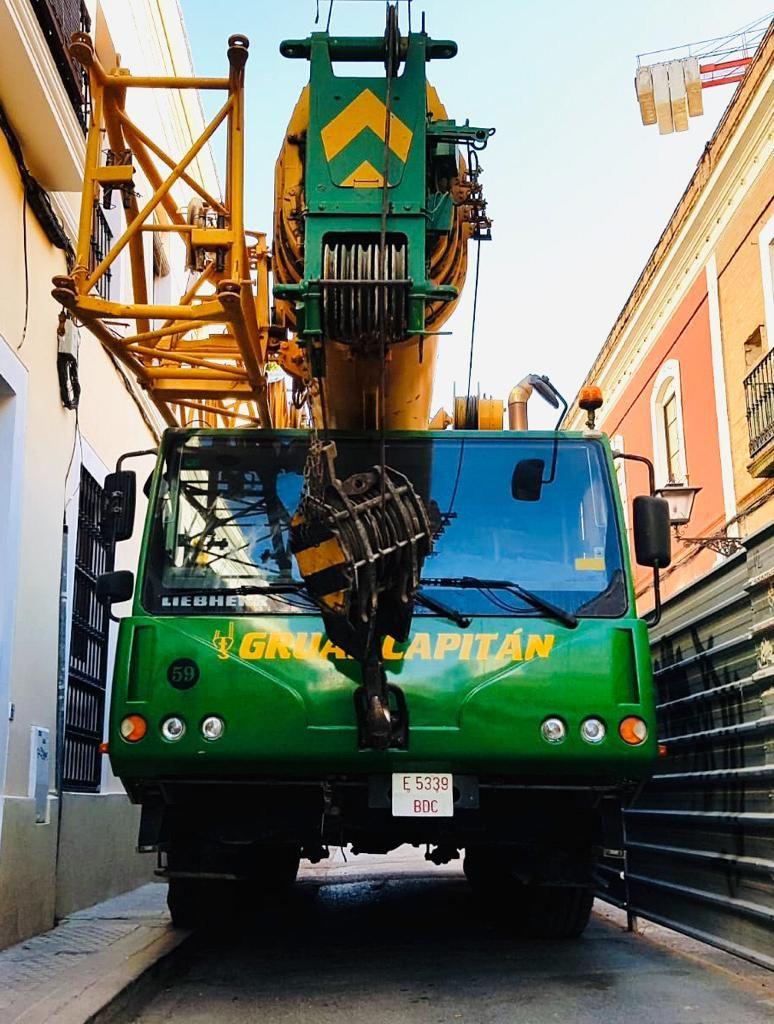 Foto 7 de Grúas para obras y flota para transporte en Los Palacios y Villafranca | GRÚAS CAPITÁN