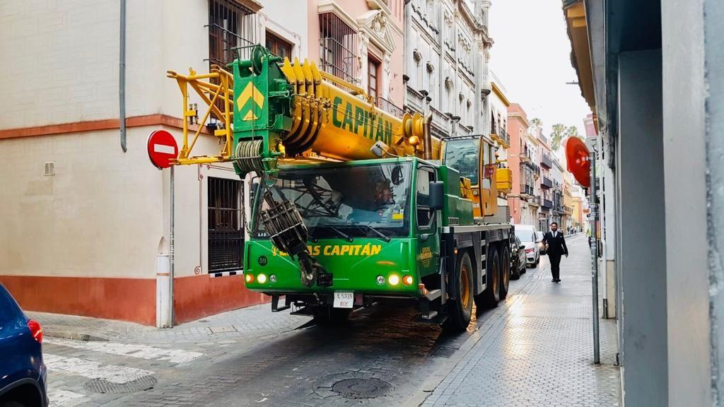 Foto 8 de Grúas para obras y flota para transporte en Los Palacios y Villafranca | GRÚAS CAPITÁN