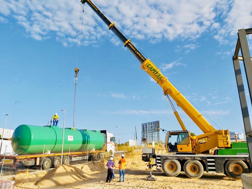 Foto 6 de Grúas para obras y flota para transporte en Los Palacios y Villafranca | GRÚAS CAPITÁN