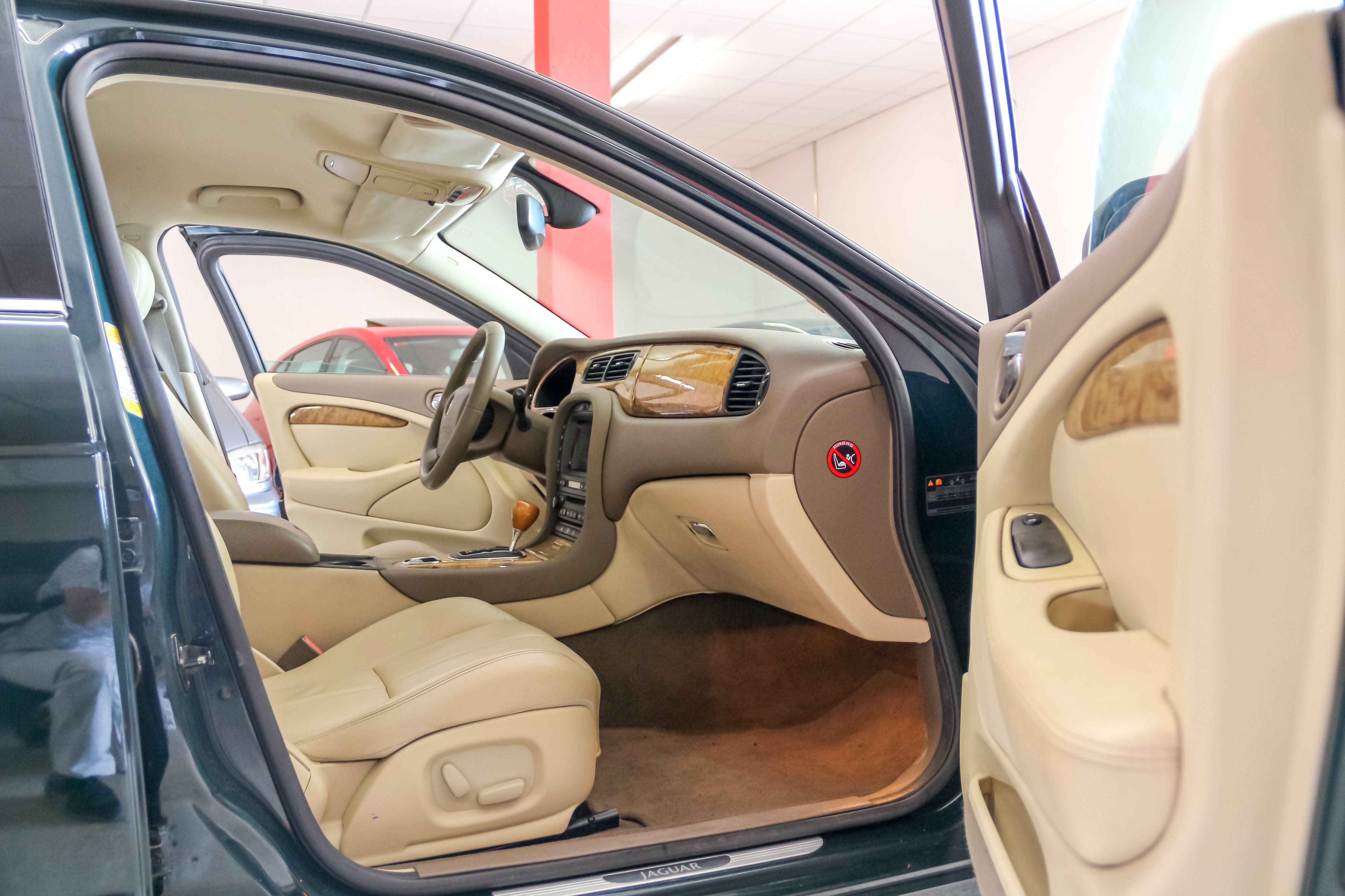 Interior coche ACTIVA MOTORS