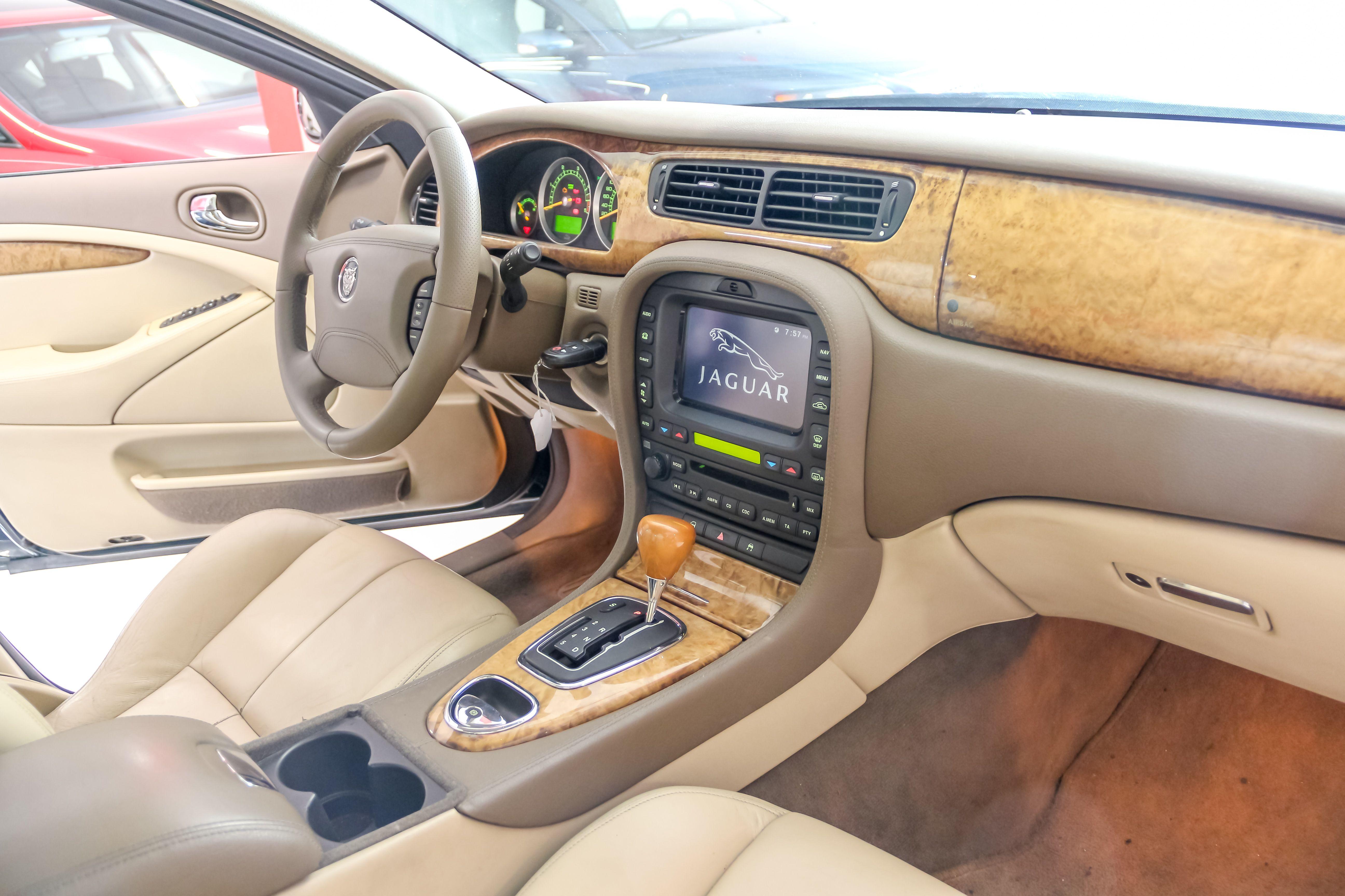 Interior vehículo ACTIVA MOTORS