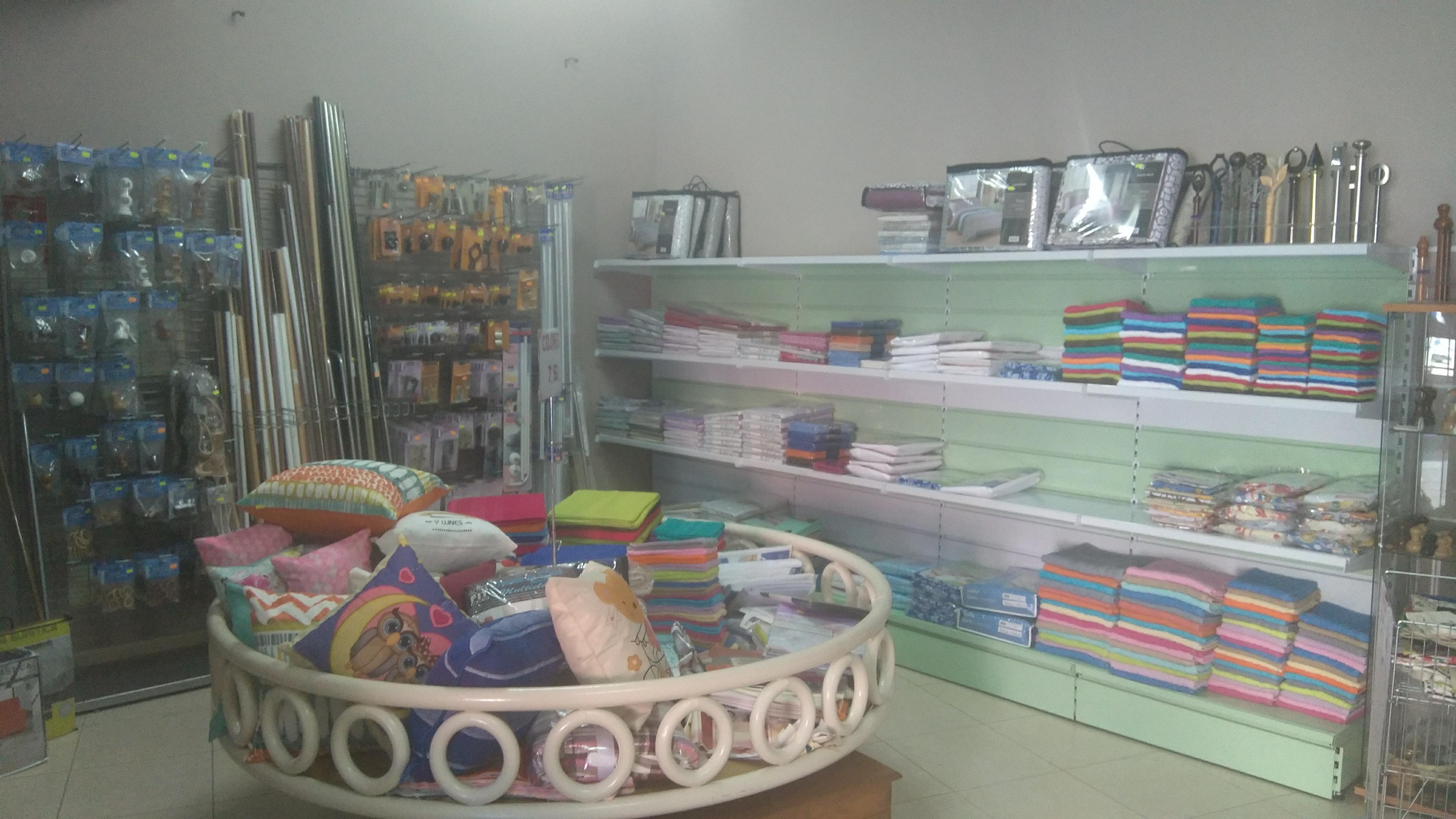 Amplia selección de accesorios para la instalación de cortinas y estores