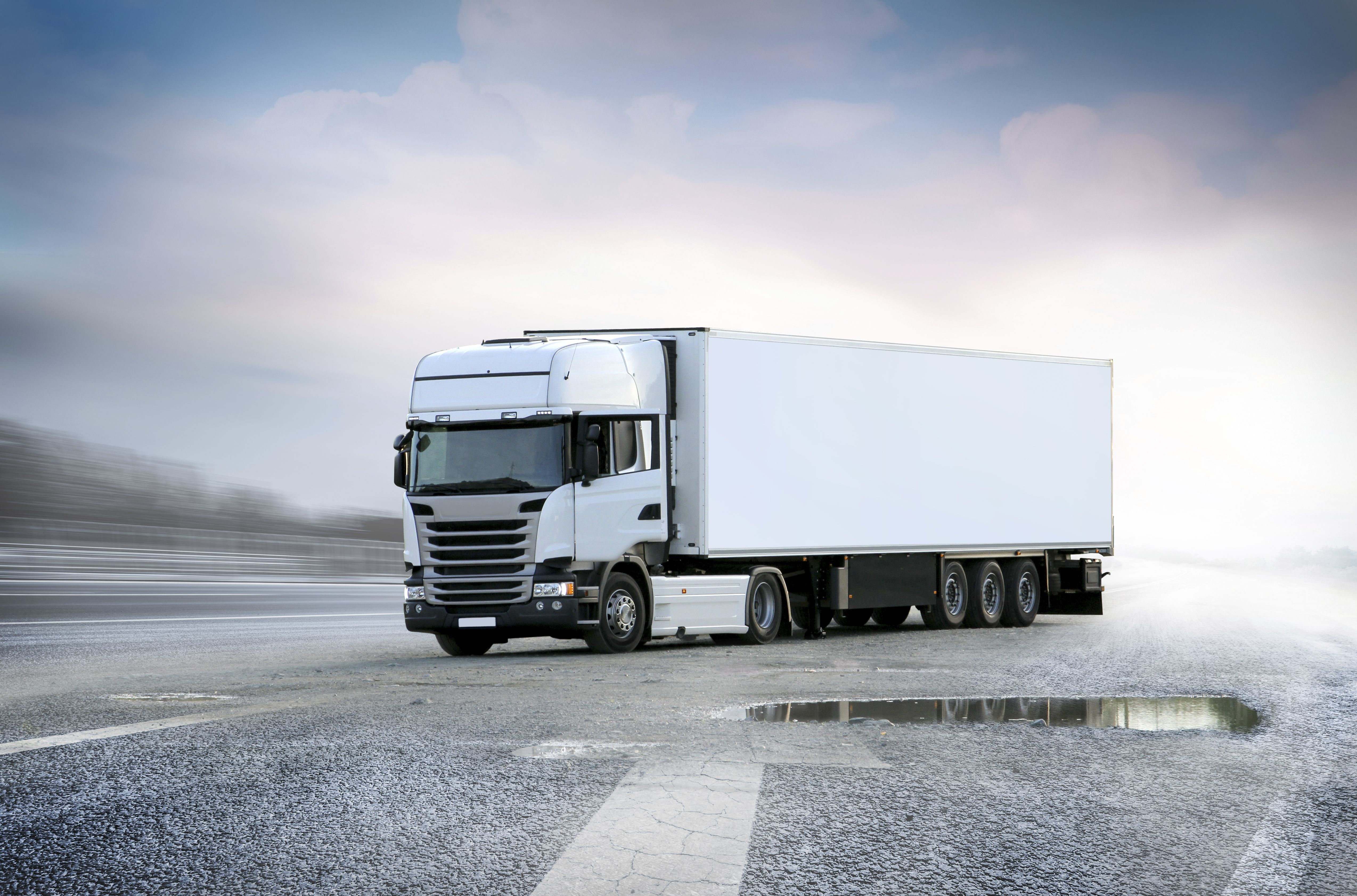 Amplia flota de camiones y furgonetas