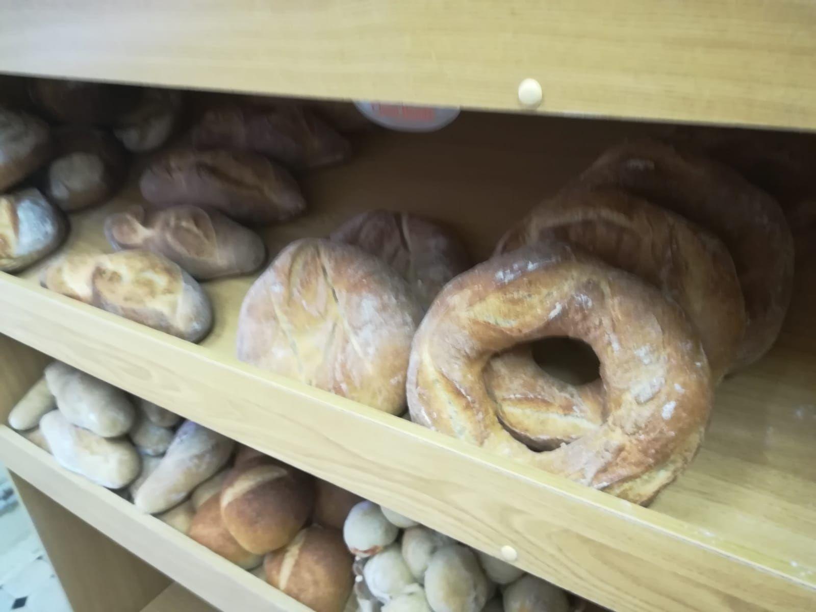 Panes de diferentes harinas y tamaños