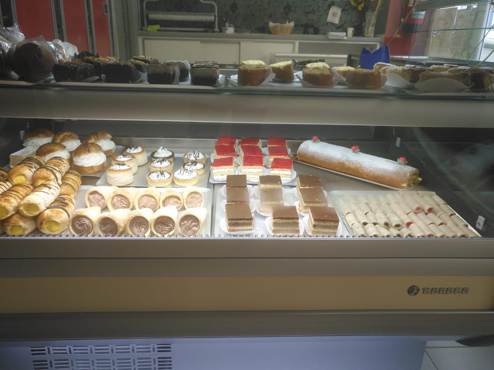 Gran variedad de pasteles y tartas