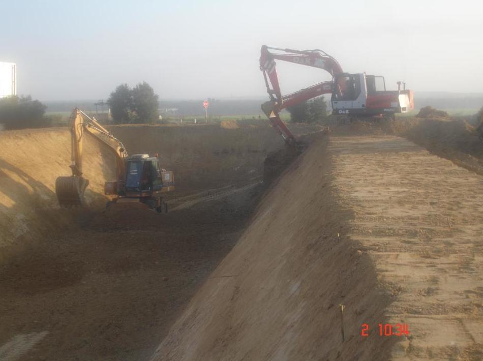 Foto 20 de Excavaciones y movimientos de tierra en Los Palacios y Villafranca | Hermanos Palacios Rincón
