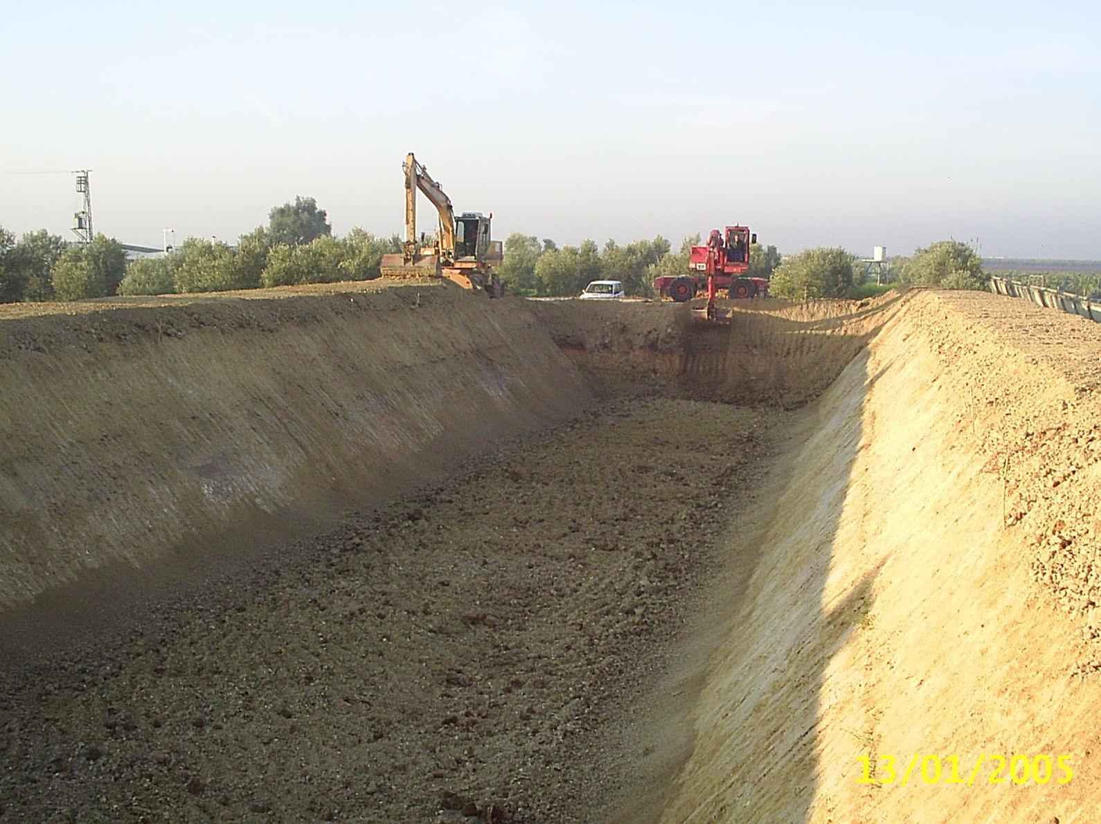 Foto 22 de Excavaciones y movimientos de tierra en Los Palacios y Villafranca   Hermanos Palacios Rincón