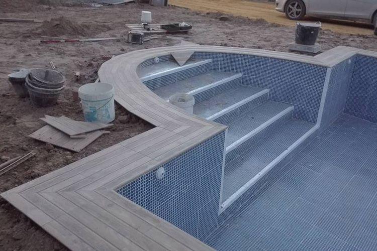 Abriendo agujeros para piscinas