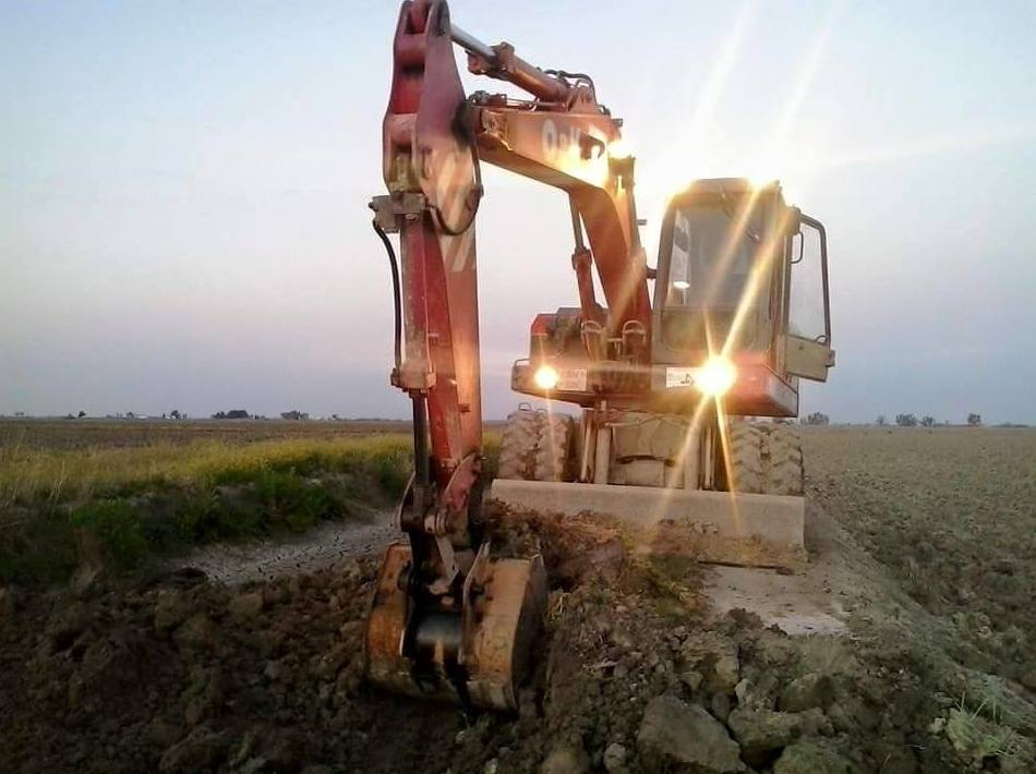 Foto 42 de Excavaciones y movimientos de tierra en Los Palacios y Villafranca | Hermanos Palacios Rincón