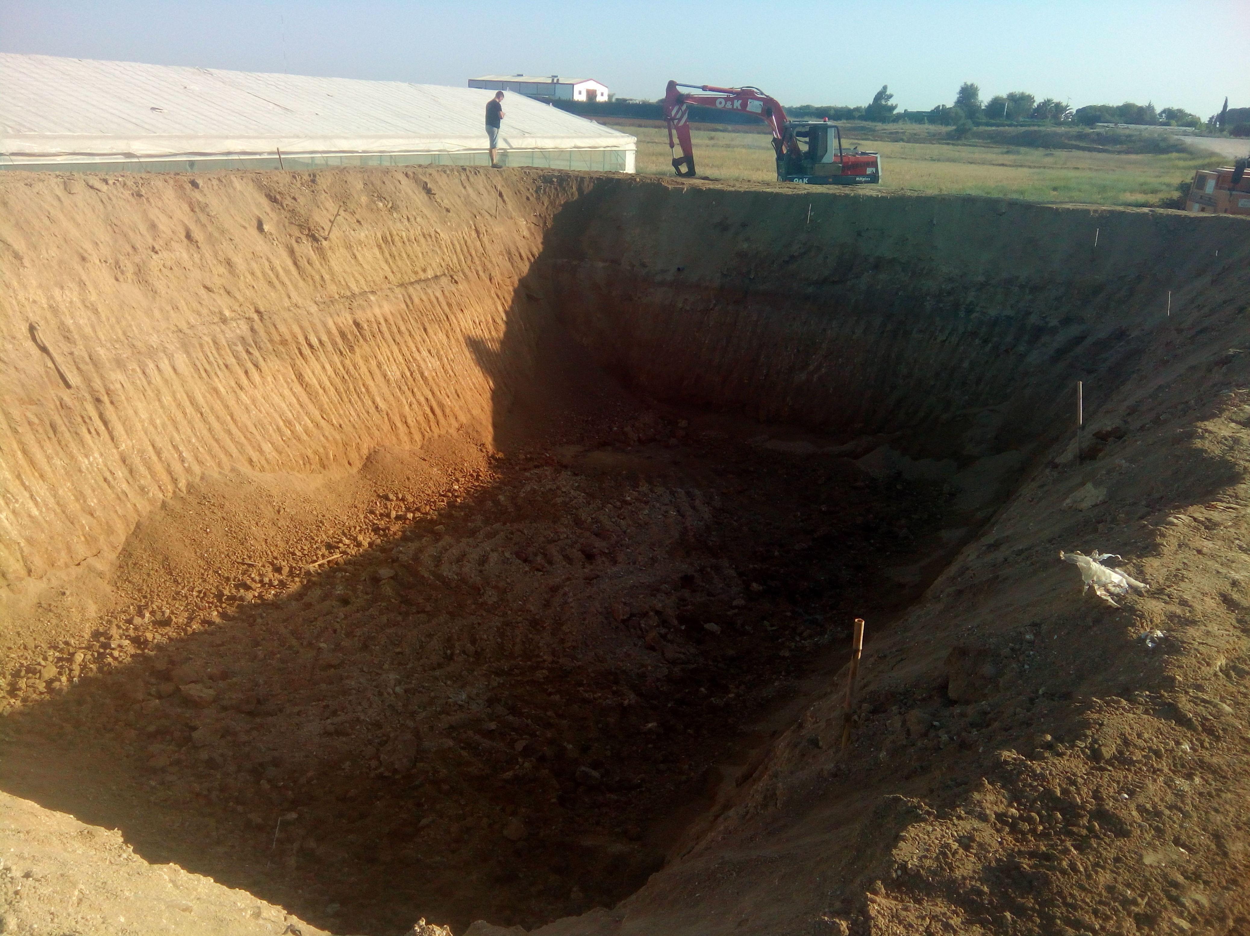 Foto 23 de Excavaciones y movimientos de tierra en Los Palacios y Villafranca | Hermanos Palacios Rincón