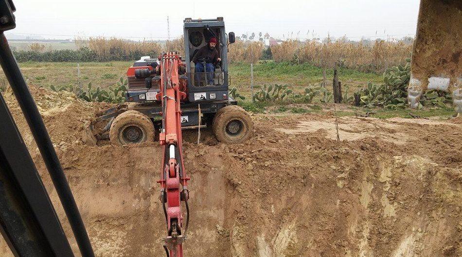 Foto 38 de Excavaciones y movimientos de tierra en Los Palacios y Villafranca | Hermanos Palacios Rincón
