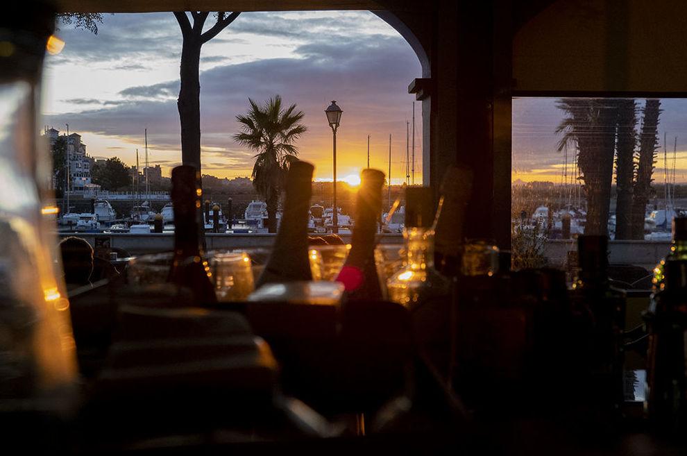 Foto 5 de Cafetería y discoteca en  | Café Pub Neptuno