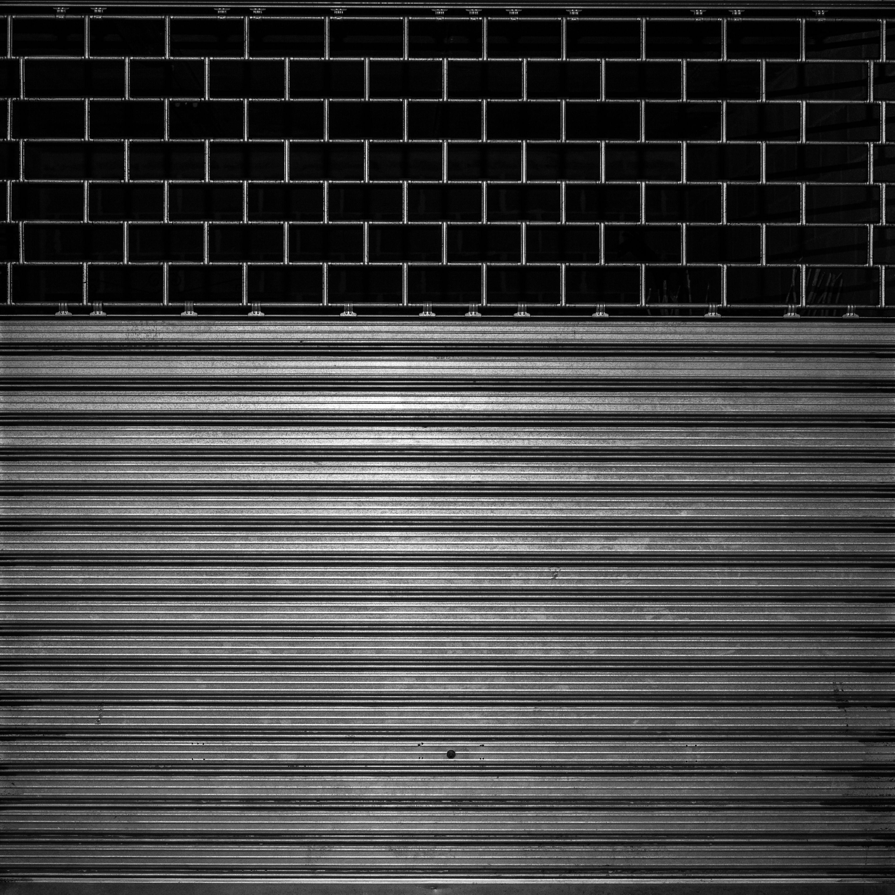 Fabricación y reparación de puertas de locales comerciales y de garaje: Servicios de Cerrajería M. A. 24 Horas