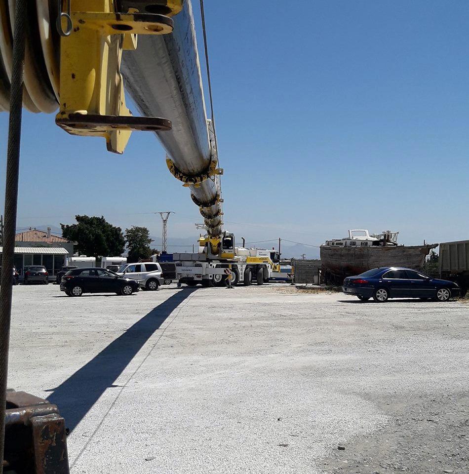 Grúa con gran capacidad de carga y elevación en Málaga