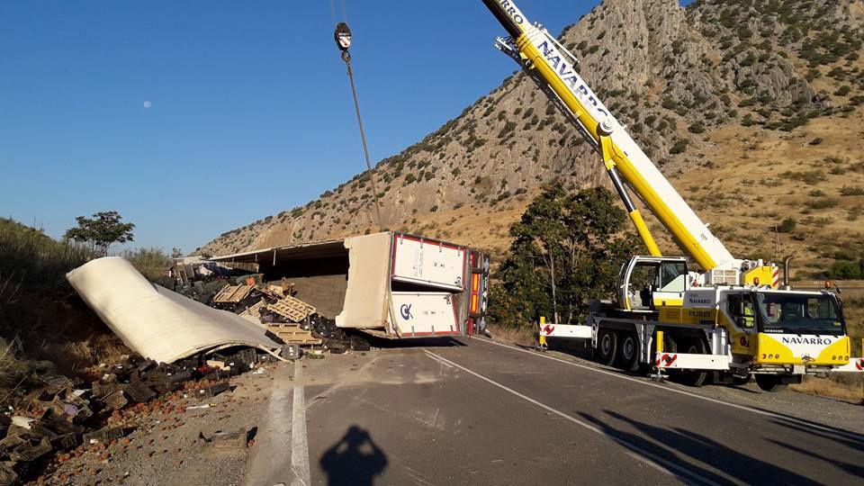 Rescate y traslado de vehículos pesados accidentados en Málaga