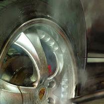 Limpieza de llantas con vapor