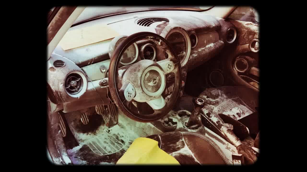Rotura de extintor dentro vehículo  }}