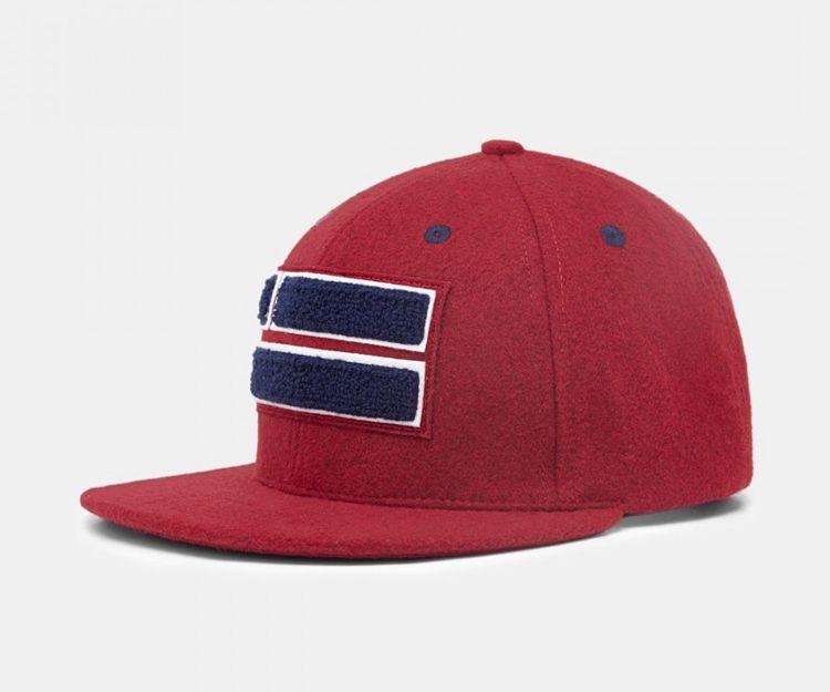 Gorra estilo snapback con logotipo oversized de la marca