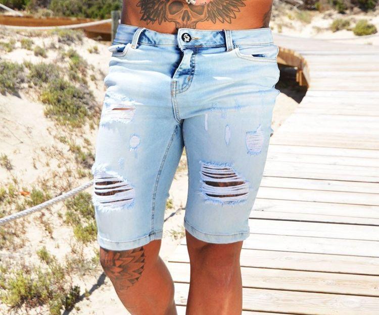 Pantalón vaquero corto Sinners Attire Rip & Repair