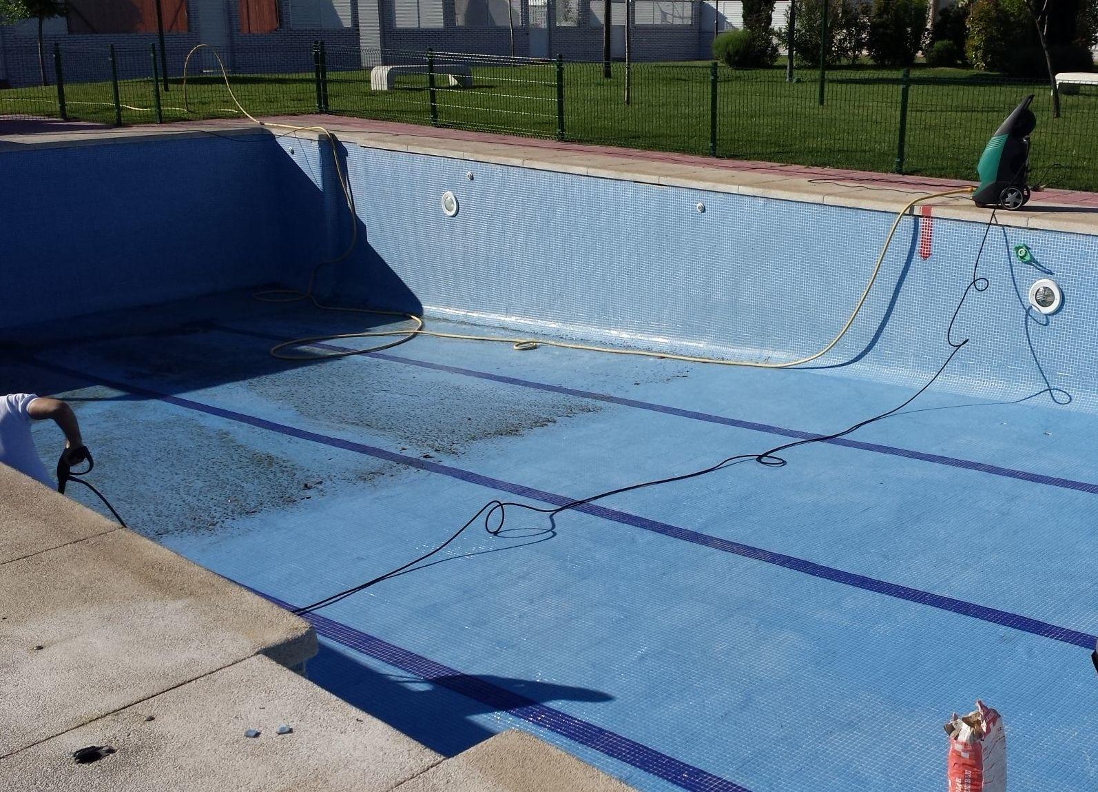 Limpieza y lechada en piscinas for Limpieza piscinas