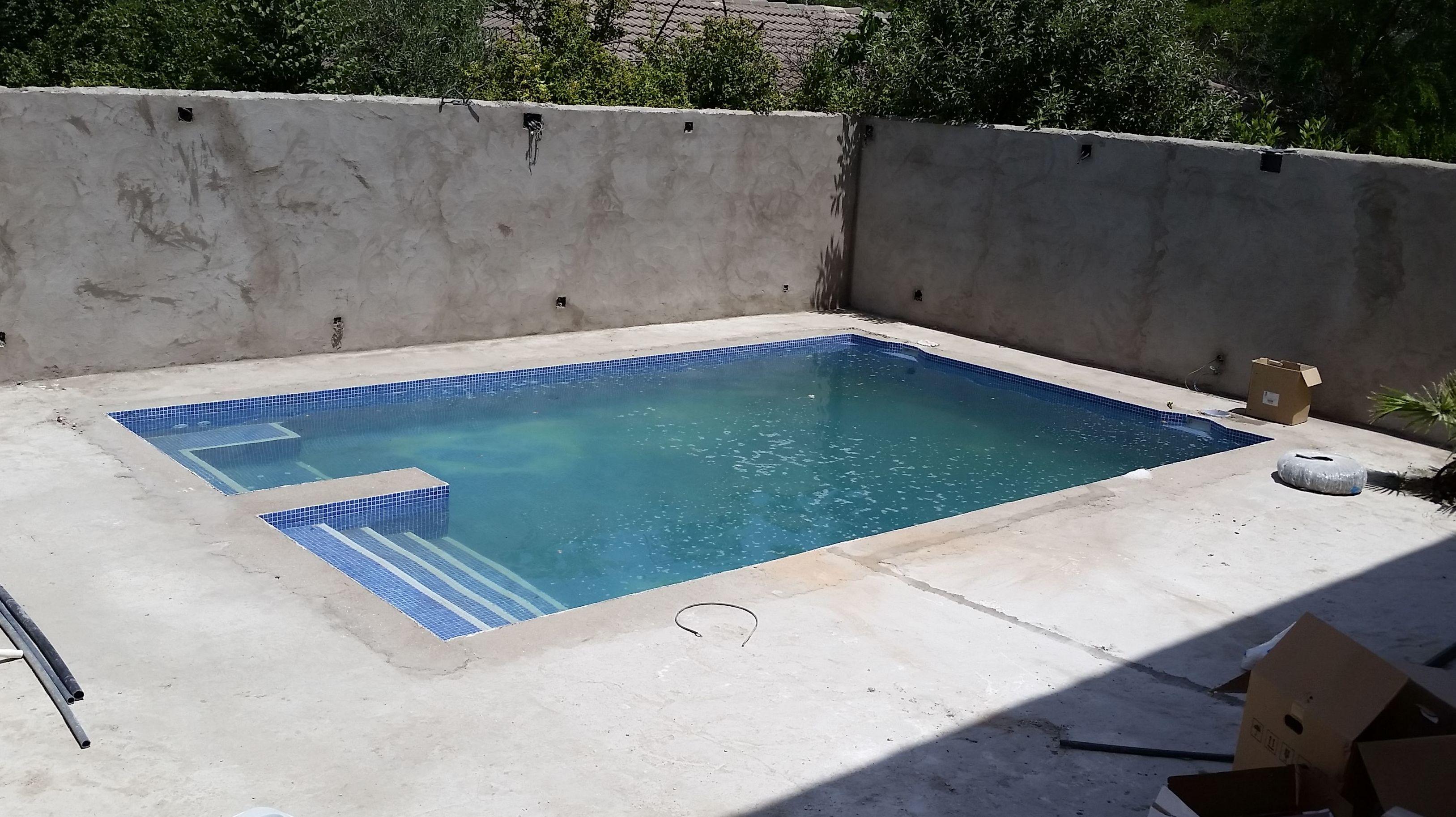 Escaleras de piscina de obra latest cunto cuesta for Cuanto vale una piscina de obra