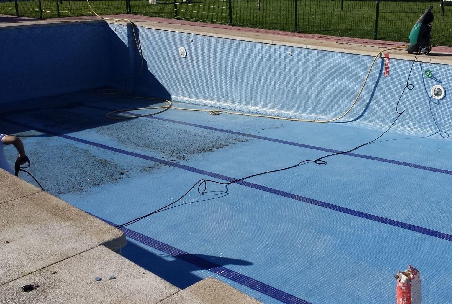 Limpieza lechada puesta en marcha de piscinas for Limpieza de piscinas