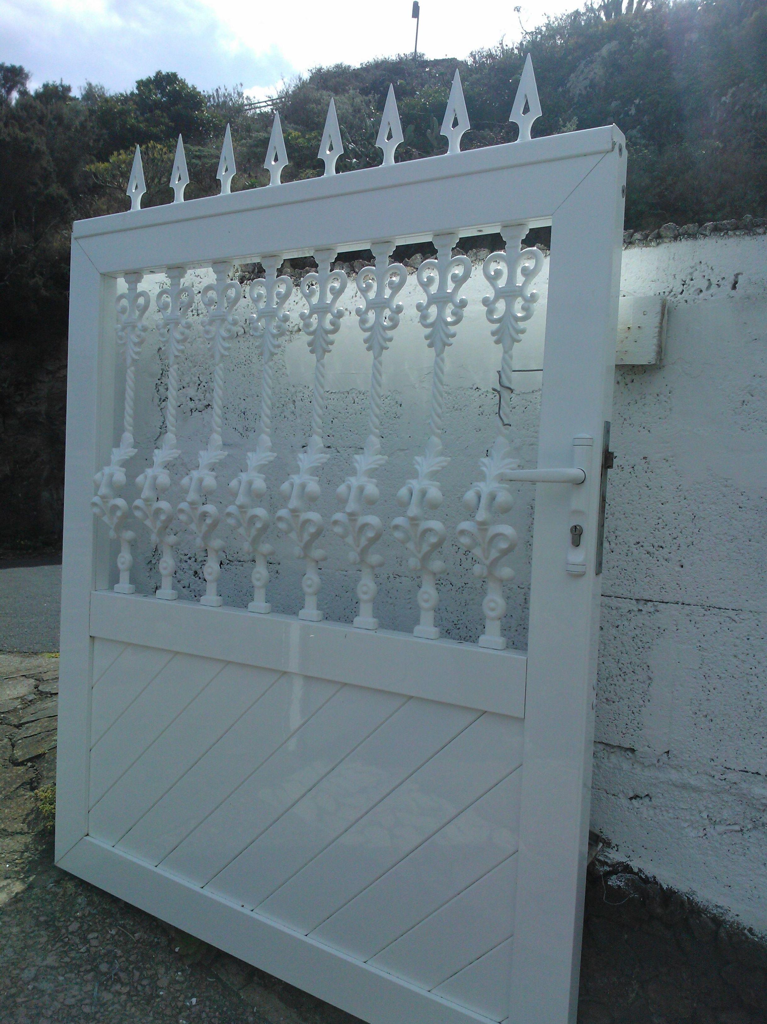 Puerta cancela de aluminio blanco