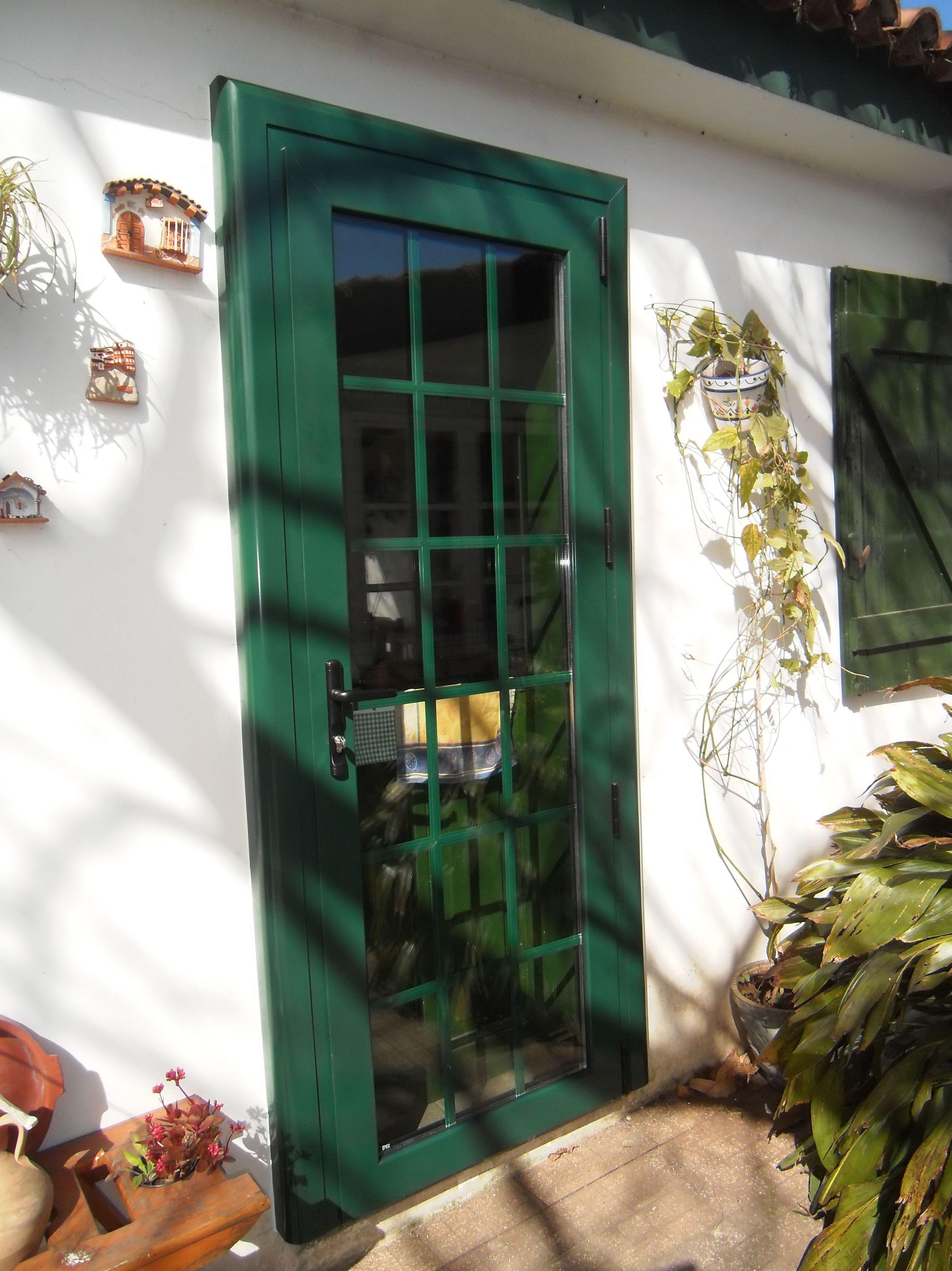Puerta con bastidor curvo