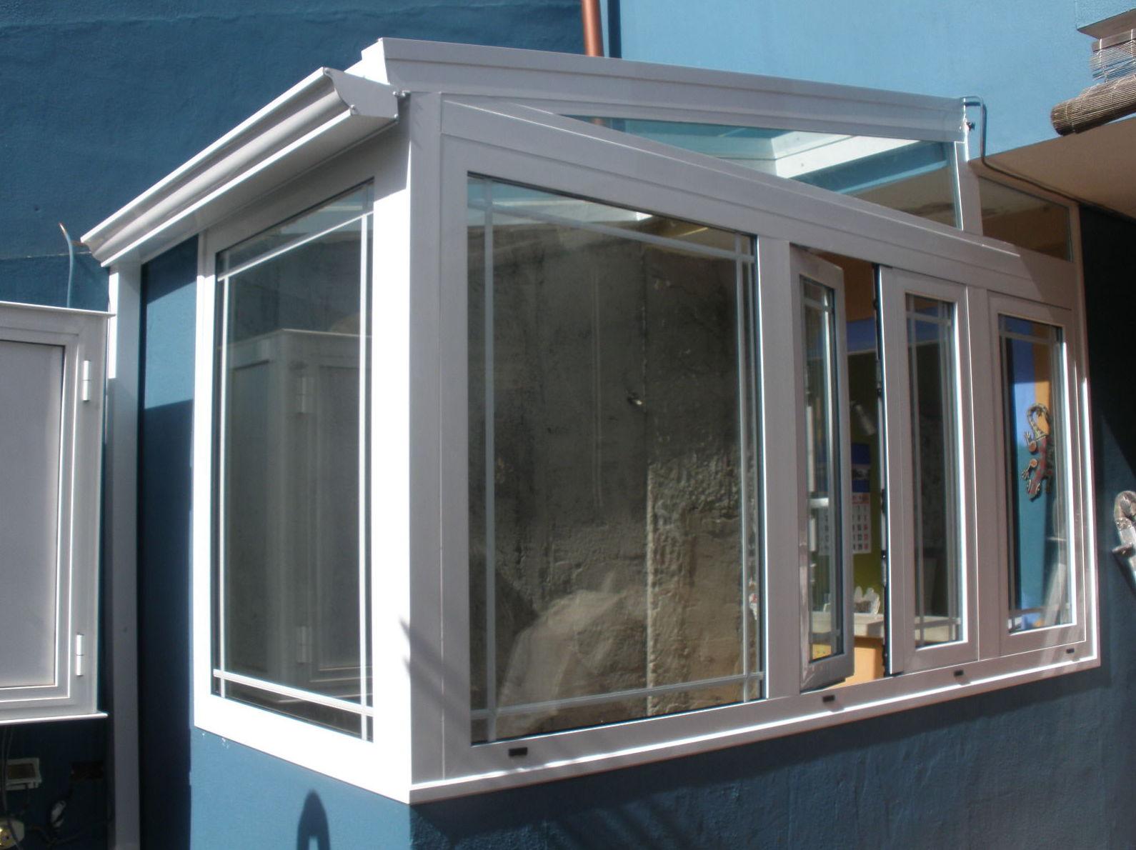Cerramiento con techo de cristal fijo