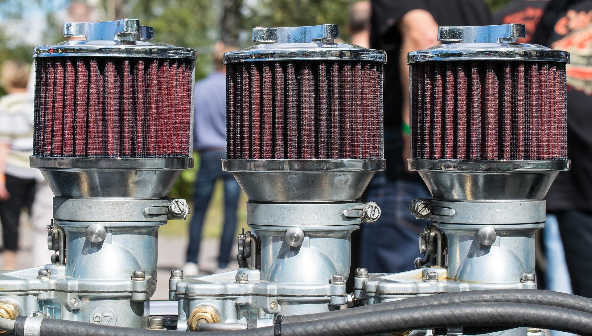 Revisión del filtro del motor en Alcalá de Henares