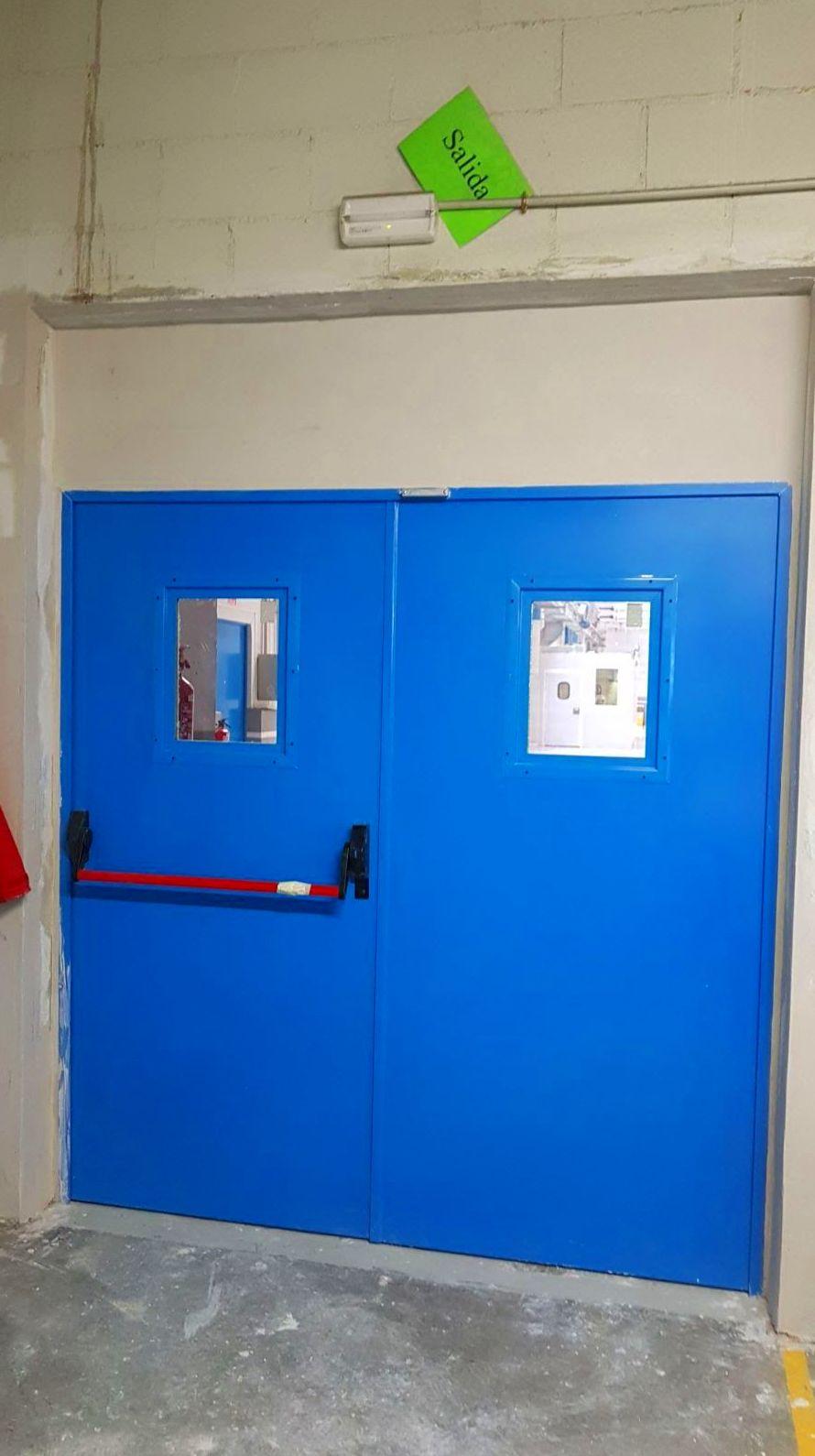 2 Puerta doble batiente y mirillas Cortafuegos EI2-60