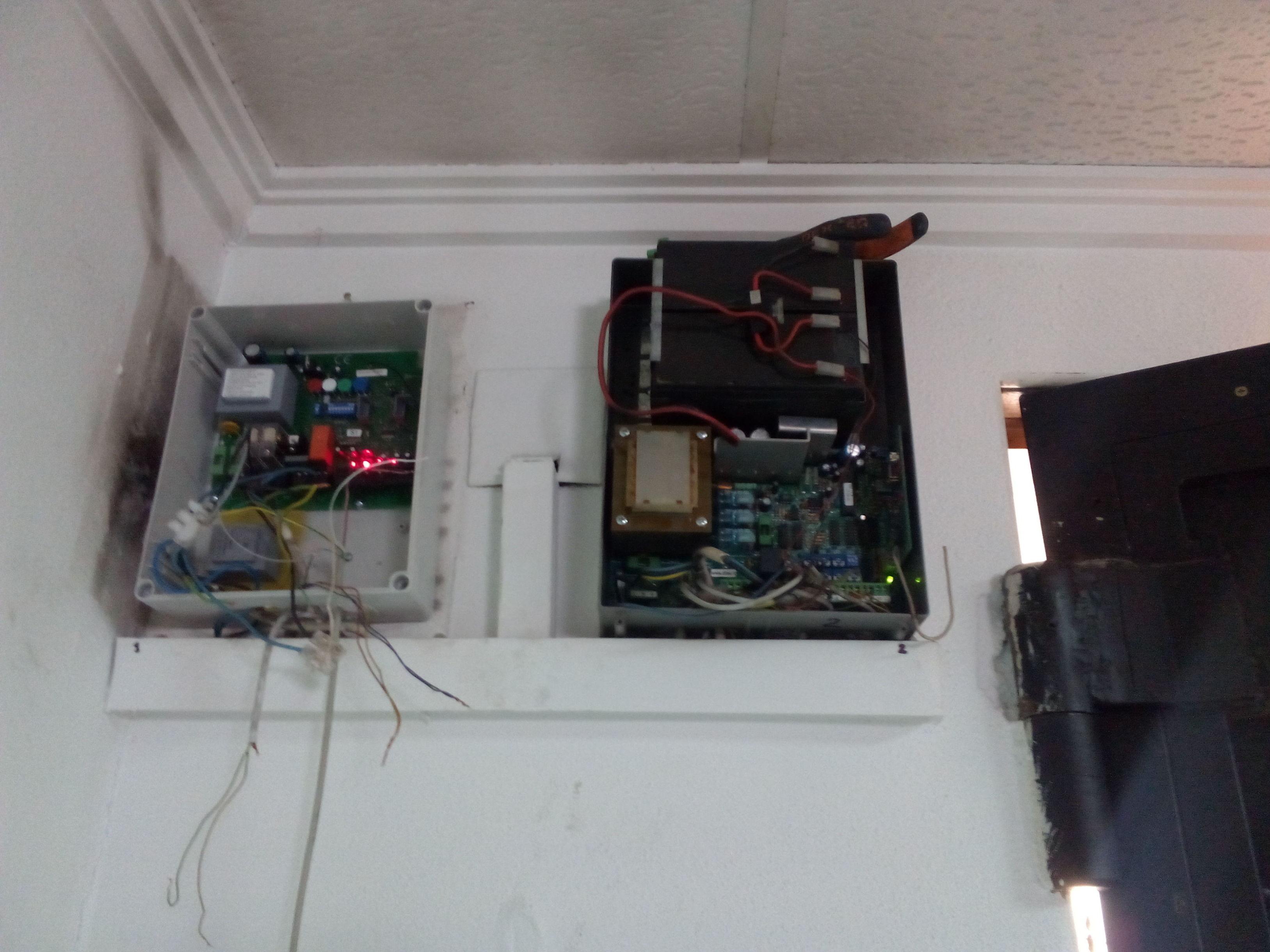 Sustitución y colocación de cuadro eléctrico de 220 voltios