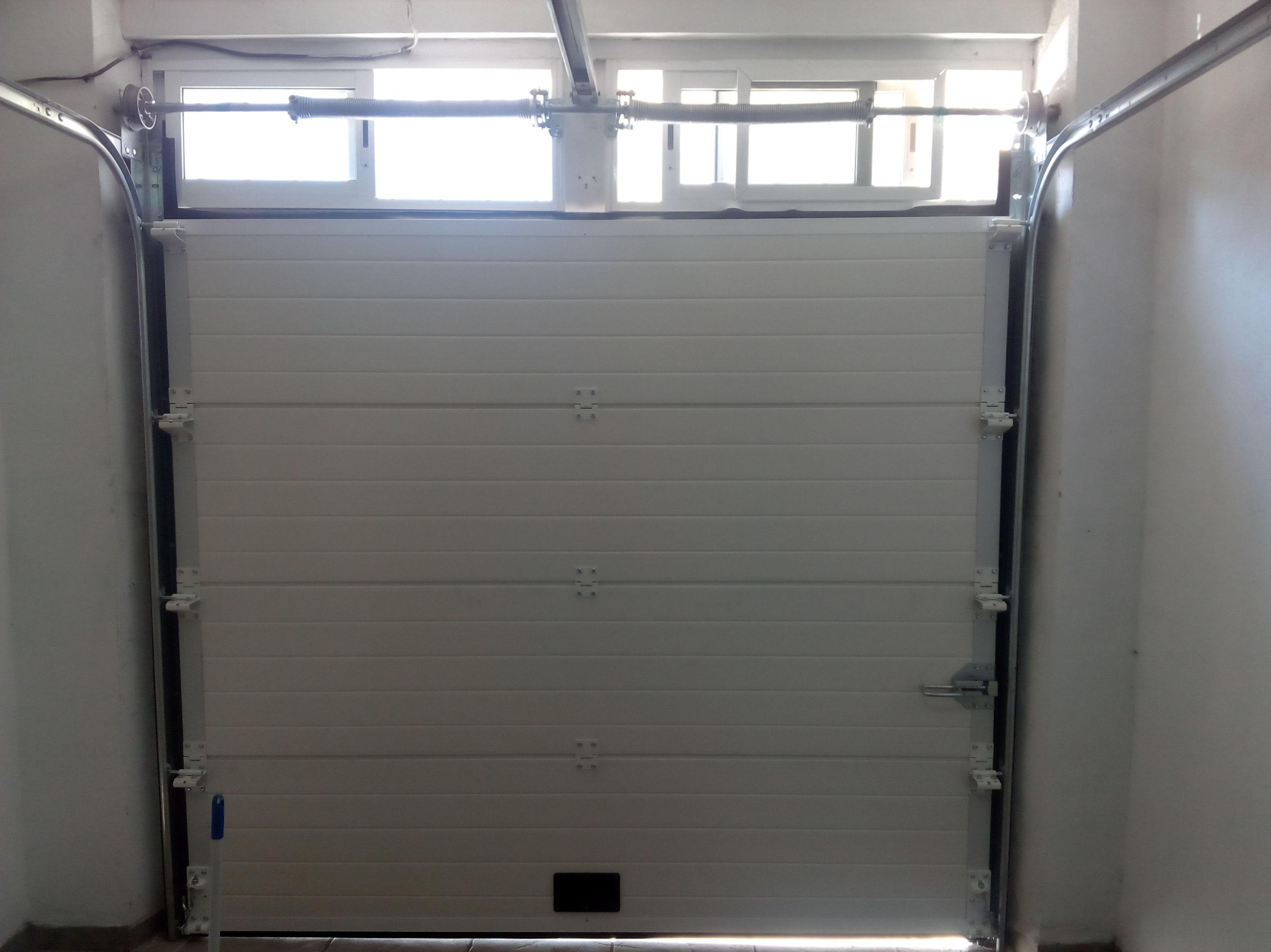 Puerta seccional automática ventilación interior